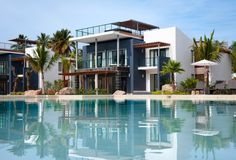 Sublime: o novo hotel boutique de luxo em Samana Samana, Small Luxury Hotels, Luxury Pools, Modern Tropical, Tropical Houses, Hotels And Resorts, Best Hotels, Dominican Republic Honeymoon, Villas