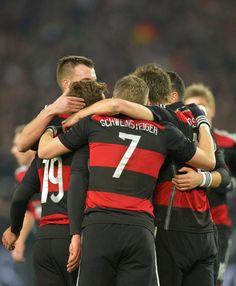 The lucky number Germany Soccer Team, Clint Dempsey, Germany Vs, Dfb Team, Bastian Schweinsteiger, World Cup 2014, Chloe Grace Moretz, Football Fans, Football Players