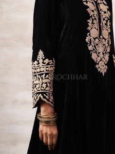 Pakistani Dresses Casual, Pakistani Bridal Dresses, Indian Dresses, Velvet Dress Designs, Embroidery Suits Punjabi, Beautiful Dress Designs, Kurti Patterns, Indian Fashion Designers, Desi Clothes