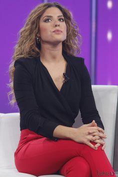 Thalia, Bullying, Idol, V Neck, Tv, Women, Fashion, Musica, Perfect Woman