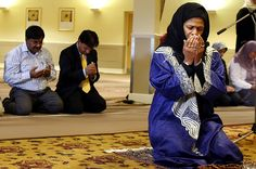 Oct 17, 2008 Professor Amina Wadud led a prayer service in Oxford, England, Friday as a handful of protesters demonstrated against a Muslim woman leading the service for both men and women. (Kirsty Wigglesworth/Associated Press)