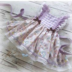 Kids Dress Wear, Kids Wear, Baby Dress, Frilly Dresses, Little Dresses, Stylish Dresses For Girls, Girls Dresses, Short Niña, Pretty Little Dress