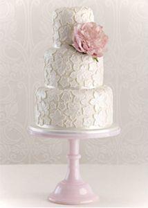 Beautiful cake! Photo: Maisie Fantaisie  #wedding #cake