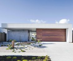 A budget-savvy couple channel Palm Springs vibes and build a home by the sea in northern NSW. Palm Springs Houses, Palm Springs Style, Modern Exterior, Exterior Design, Melbourne House, Desert Homes, Indoor Outdoor Living, Outdoor Spaces, Facade House