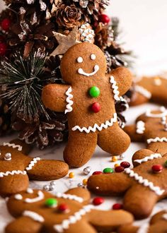 Gingerbread Men propped up on a mini Christmas tree Mini Christmas Tree, Christmas Baking, Christmas Cookies, Christmas Lunch, Xmas Food, Christmas Sweets, Christmas Things, Christmas Candy, Holiday Baking