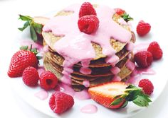 Recipe – 2 small servings: 4 eggs 2 bananas 1 cup oats 2-3 tablespoons skyr/plain yoghurt ¼ teaspoon baking powder ½ teaspoon organic vanilla powder  Coconut oil to cook the pancakes in   Directions: • Add all the ingredients to a blender or food...