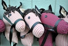 make your own stick horse: Would totally make one for the boys but I'm not very useful with a sewing machine.