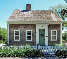 This cottage is the oldest house on Cape Cod & was built in 1639 Beach Cottage Style, Beach Cottage Decor, Coastal Cottage, Cottage Homes, Coastal Living, Coastal Style, Nantucket Style Homes, Beach Cottage Exterior, Nantucket Cottage