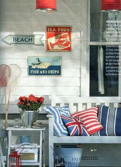 I love the Union Jack pillow with the beachy theme!! I need to redo the spare room!