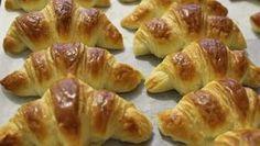 Jak vypadá snídaně, svačina, či večeře? Domácí máslové croissanty! Mňamka!