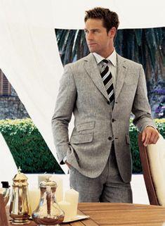 Grooms suit (different tie)