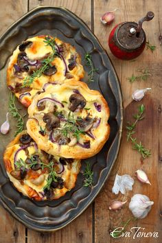 Mushroom puff pastry tartlets