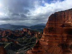 España está llena de magia y rincones con encanto. Sigue leyendo y descubre los 15 lugares más mágicos de toda España Scp, Mountain S, Live Life, Grand Canyon, Paradise, Around The Worlds, Clouds, Instagram, Trips