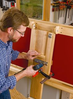 Attaching the leg onto the folding outfeed table for your table saw stand.