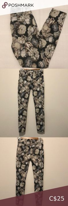 """7 For All Mankind Mid Rise Skinny J… Women's Size 26 Floral pattern Good condition One flaw on left hip as shown in the last picture Approximate measurements are taken laying flat Waist 13"""" Front rise 8"""" Back rise 13"""" Inseam 27"""" ✨ Posh Ambassador ✨ One day shipping ✨ 20% discount on 3+ bundles 7 For All Mankind Jeans Skinny Low Rise Skinny Jeans, White Skinny Jeans, Super Skinny Jeans, Patterned Jeans, Patterned Leggings, Metallic Jeans, Plus Fashion, Fashion Tips, Fashion Trends"""