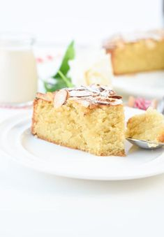 This keto French almond cake is a moist, buttery almond cake made of almond flour. Bonus, this easy French style almond cake is also gluten-free, sugar-free with dairy-free option and only 3.6 g net carb per slice. Almond Flour Cakes, Baking With Almond Flour, Almond Flour Recipes, Cake Flour, Almond Milk, Coconut Oil, Coconut Flour Chocolate Cake, Low Carb Chocolate Cake, Cupcake Recipes