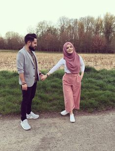 aya mahovi Cute Muslim Couples, Romantic Couples, Cute Couples, Photo Couple, Couple Shoot, Couple Dps, Muslim Fashion, Hijab Fashion, Couple Photography