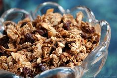 Oil-free Granola: Finding a granola that doesn't contain oil is nearly impossible. This is another food that can be perfectly delicious (and still crunchy) without added oil. Making your own homemade Vegan Breakfast Recipes, Delicious Vegan Recipes, Vegan Snacks, Healthy Snacks, Healthy Eating, Breakfast Ideas, Granola, Whole Food Recipes, Cooking Recipes