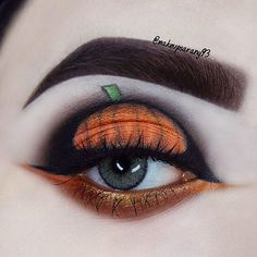 Pumpkin Inspired Halloween Look halloween makeup looks Halloween Pumpkin Makeup, Halloween Eyeshadow, Halloween Makeup Looks, Halloween Make Up, Halloween Ideas, Halloween 2019, Pumpkin Face Paint, Pumpkin Eyes, Maquillage Halloween Vampire