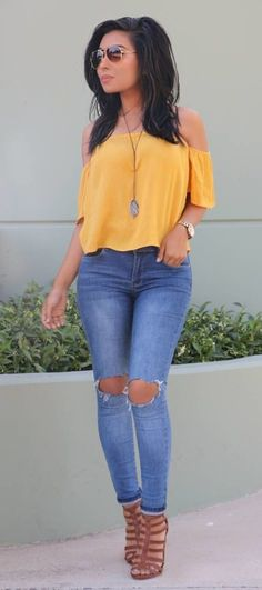 nice 39 Off Shoulder Outfits for You to Look Fabulous https://attirepin.com/2018/02/16/39-off-shoulder-outfits-look-fabulous/