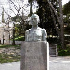 Busto a Joaquin Dicenta, periodista y escritor de teatro, en el Parque Grande #zarago
