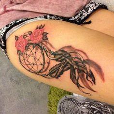 i2.wp.com www.tatuajesparamujeres.com.ar wp-content uploads 2016 09 tatuaje-atrapasue%C3%B1os-flores-pierna.jpg?resize=518,518&ssl=1