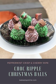 The easiest no-bake Chocolate Ripple Christmas Balls made in two yummy variations - one with chopped up Peppermint Crisp bars and one with Cherry Ripes. Christmas Balls, Christmas Treats, Christmas Chocolate, Xmas Food, Christmas Cooking, Chocolate Ripple Biscuits, Peppermint Crisp, Delicious Desserts, Dessert Recipes