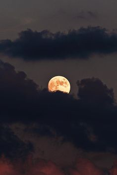 The Moon Is Beautiful, Look At The Moon, Luna Moon, Moon Moon, Moon Pictures, Pretty Pictures, Night Sky Wallpaper, Moon Photography, Night Aesthetic