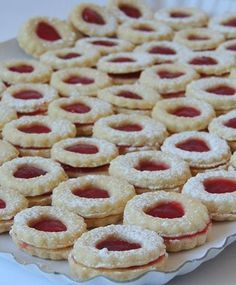 Keksići s marmeladom i linoladom « Recept za sve Jam Cookies, Yummy Cookies, Baking Recipes, Cookie Recipes, Dessert Recipes, Christmas Sweets, Christmas Baking, Sweet Desserts, Sweet Recipes