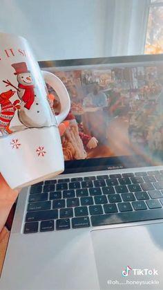 Southern Christmas, Cosy Christmas, Christmas Feeling, Christmas Baby, Christmas Holidays, Christmas Videos, Christmas Decorations, Christmas Paintings, Christmas Aesthetic