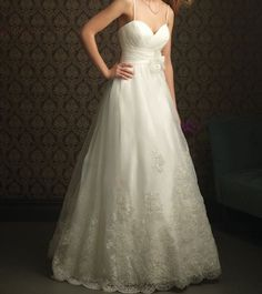 White / Ivory applique  Aline wedding dress Women par VEILDRESS,