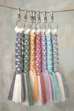 Macrame Art, Macrame Design, Macrame Projects, Macrame Knots, Macrame Jewelry, Macrame Plant Hanger Patterns, Macrame Patterns, Rope Crafts, Yarn Crafts