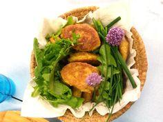Végétarien Sans gluten 4 pers Préparation: 10' Cuisson: 15' Ingrédients: 320g de maïs bio en bocal 2 œufs 80 g de farine de maïs ou mix sans gluten 5 cl de lait (ou végétal) 1cc de levure en poudre 2cs d'huile d'olive 4cs huile de cuisson 2cs de tomates séchées Ou 2cs de poudre de […]