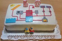 Od našich fanoušků dostáváme mnoho zajímavých obrázků. Nyní se Regulus objevil i na narozeninovém dortu.   Co k tomu dodat? Vyzkoušejte nové webové rozhraní regulátorů REGULUS, to je také k sežrání :)))