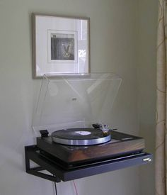 LP player can be a decorative item when mounted on the wall.