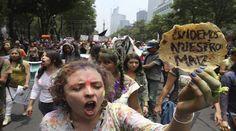 """En México los activistas llevaban mensajes como """"Cuidemos nuestros maíz""""."""