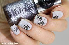 piCture pOlish LakoDom et snowflakes (via Bloglovin.com )