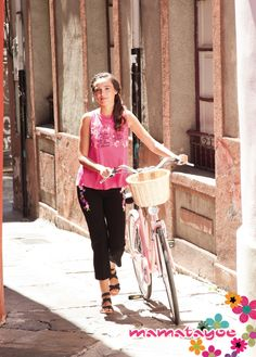 Camiseta con bordado sin mangas  Blouse , with embroidered sleeveless dress   Tee-shirt avec broderie d'application sans manches   Top  fluido con l'applicazione ricamata senza maniche. Spring Summer, Bike, Top, Decor, Trends, Style, Bicycle, Decoration, Bicycles
