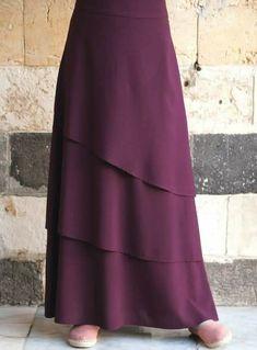 32 Asymmetrical Skirts You Should Own - Herren- und Damenmode - Kleidung Muslim Fashion, Modest Fashion, Hijab Fashion, Fashion Dresses, Modest Outfits, Skirt Outfits, Dress Skirt, Midi Skirt, Modele Hijab
