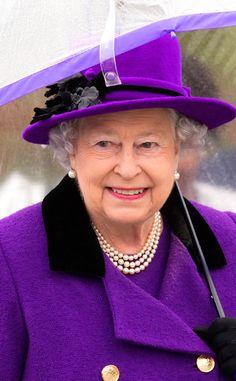 Green Queen from Reign-y Day Style! Queen Elizabeth II's Matching Umbrellas