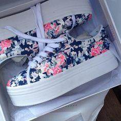 reputable site 62eed be387 Shop Floral Shoes Corte Y Estilo, Zapatillas, Calzas, Armarios, Moda, Tenis
