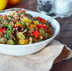 Lentil Salad with Fresh Herbs. Lentil salad with tomatoes red peppers and fresh herbs served with a sesame and maple syrup dressing! Healthy Salad Recipes, Veggie Recipes, Caesar Salat, Caprese Salat, Legumes Recipe, Lentil Salad, Salad Bar, Entrees, Clean Eating