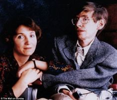 Stephen Hawking pays tribute to his former wife, Jane Wilde, by saving him from depression after he was initially diagnosed with ALS. Stephen Hawking Young, Professor Stephen Hawking, Lucy Hawking, Stephan Hawkings, Cambridge, Neurone, Carl Sagan, Physicist, Movies