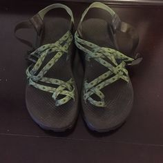 Women's double strap green chacos size 9 Chaco sandals, tightening strap is a little worn but these shoes are in great condition Chacos Shoes Sandals