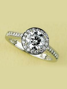 ティファニー(Tiffany&Co.) 本店 ベゼルのようにパヴェセッティングでダイヤモンドを取り囲んで
