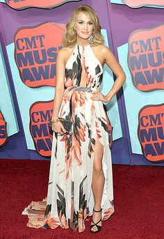 Carrie Underwood wears an ethereal floral gown to the 2014 CMT Music Awards