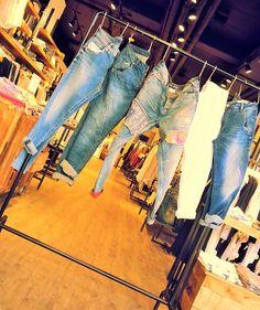 TOP 5 BOYFRIEND JEANS: Marc O'Polo - Opus - Tom Tailor Denim - s.Oliver - Pepe Jeans #fashion www.mensing.com