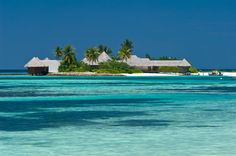0004.jpg A fabulous home surrounded by crystal blue water...YES!!!!!!!!!