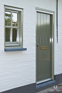 Cottage Front Doors, Small Entrance, Traditional Paint, Natural Interior, Brick And Mortar, Window Frames, Home Reno, House Front, House Painting
