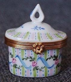 LOVELY PEINT MAIN LIMOGES FRANCE HAND PTD PINK ROSES BLUE RIBBONS TRINKET BOX
